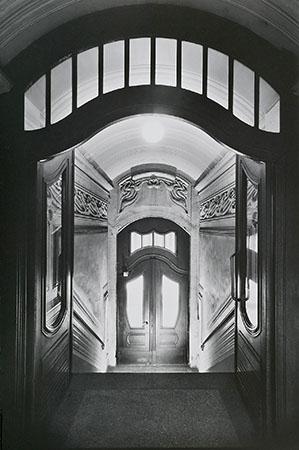 Bertram Kober, Die Bauten des Paul Möbius. Johannisallee Nr. 4, Brom-Gelatineabzug auf Barytpapier